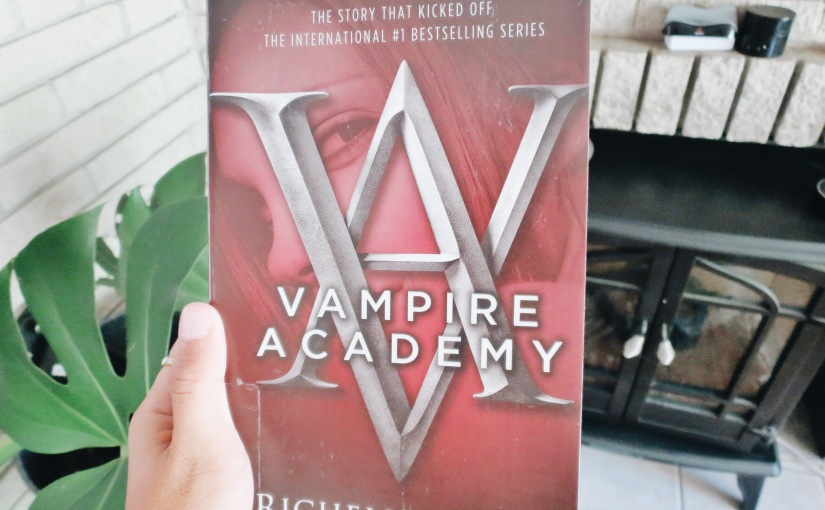"Book Review: ""Vampire Academy"" by Richelle Mead"